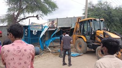Mcg Removes Encroachments From Gurugram-faridabad Road-TeluguStop.com