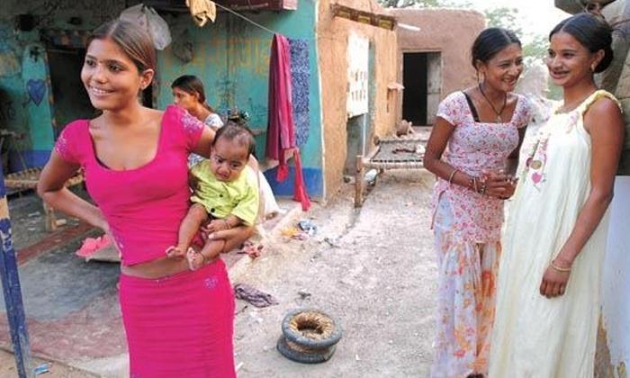 Parents Encouraging Prostitution In Madhya Pradesh Village-TeluguStop.com