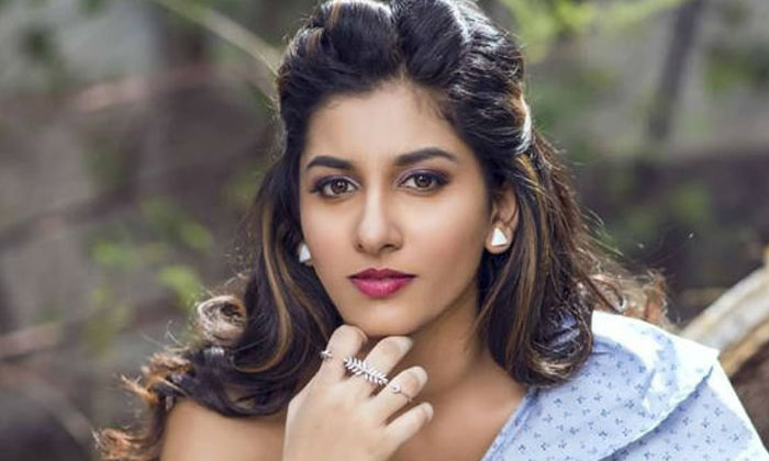 Vishnu Priya Heroine Photo Shoot-TeluguStop.com