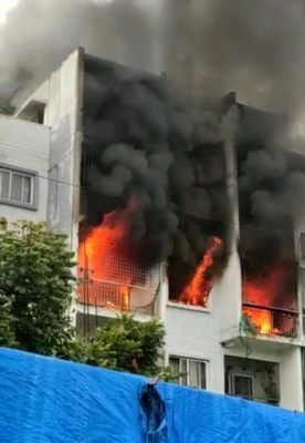 Two Die, 5 Seriously Injured In Bengaluru Apartment Complex Fire-TeluguStop.com