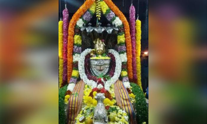 Telugu Bheemavaram, Gunupudi, Moon, Pooja, Shivalingam Changing Colors, Telugu Bhakthi, Umasomeshwara Janardana Swami, West Godavari-Telugu Bhakthi