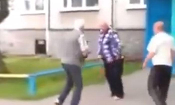 A Fierce Fight Between Three Old Men Old Mens-TeluguStop.com