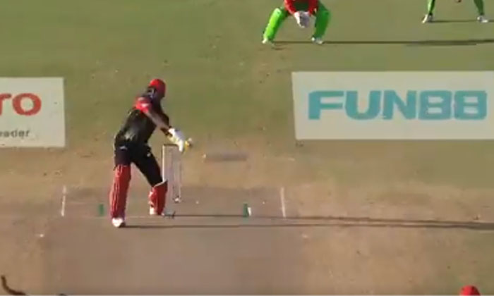 Chris Gayle Hits Two Pieces With A Bat-TeluguStop.com