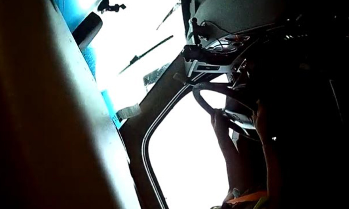 Truck Gets Turned On Its Side Amid Tornado-TeluguStop.com