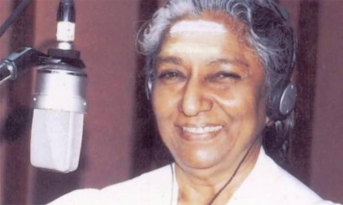 When Legendary Singer Janaki Faced Life Threatening Experience Because Of Sp Balu-TeluguStop.com