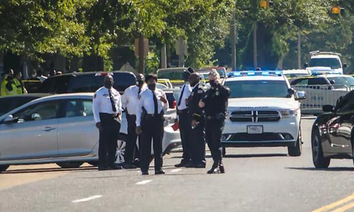 Us 3 Dead Including Gunman After Postal Service Worker Opens Fire At Facility-TeluguStop.com