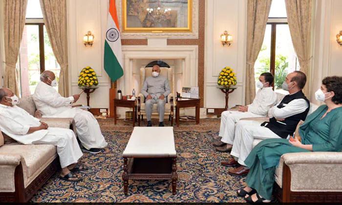 Rahul Gandhis Team Meets President-TeluguStop.com