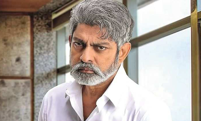 Telugu Hero Jagapathi Babu Love Affair With Serial Actress News Viral-TeluguStop.com