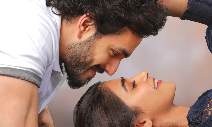 Akhil And Pooja Hegde Romance In Most Eligible Bachelor Movie Super-TeluguStop.com