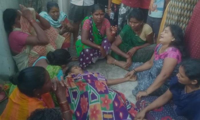 Visakha Gajuwaka Suspicious Death Of Aditya Apartment Watchmens Daughter In Shaniwada-TeluguStop.com