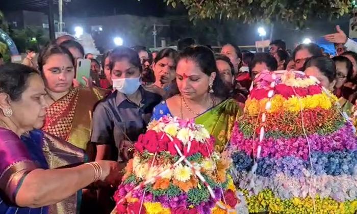 Mlc Kavitha Who Participated In Bathukamma Celebrations In Nizamabad-TeluguStop.com