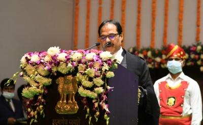 Prashant Mishra Sowrn-in As Chief Justice Of Andhra Pradesh Hc – Andhra Pradesh News   National,immigration/law/rights-TeluguStop.com
