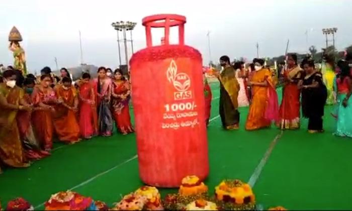 Women Bathukamma Celebrations Against Central Government In Huzurabad-TeluguStop.com